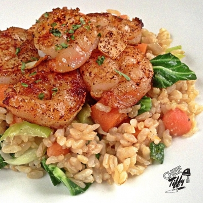 Chili Dusted Garlic Shrimp Over Veggie Brown Rice