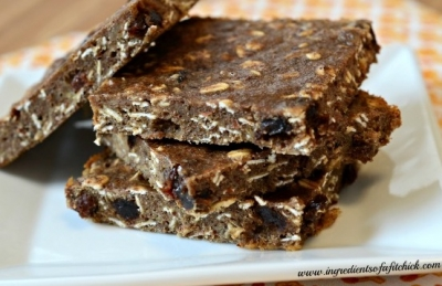 Cinnamon Raisin Banana Protein Bars
