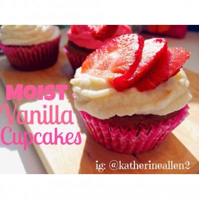 Moist Vanilla Cupcakes With Vanilla Ricotta Cheese Frosting