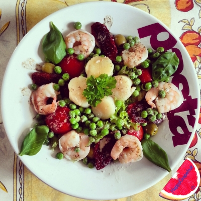 Scallop Scampi Salad With a Tangy Pea Dressing