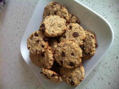 Vegan Chocolate Chip Oat Cookies