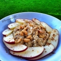 Apple, Banana and Cashew Oatmeal With Cinnamon